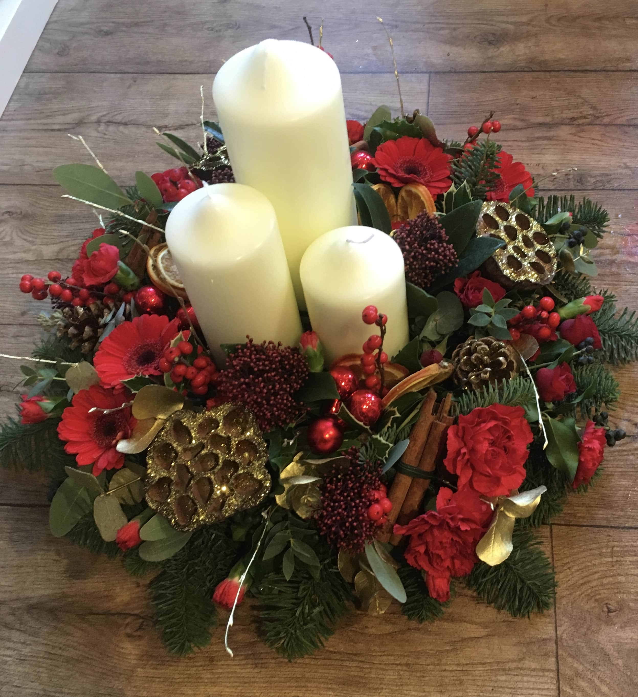 Christmas Table Arrangements Flowers.Christmas Table Decoration Arrangement